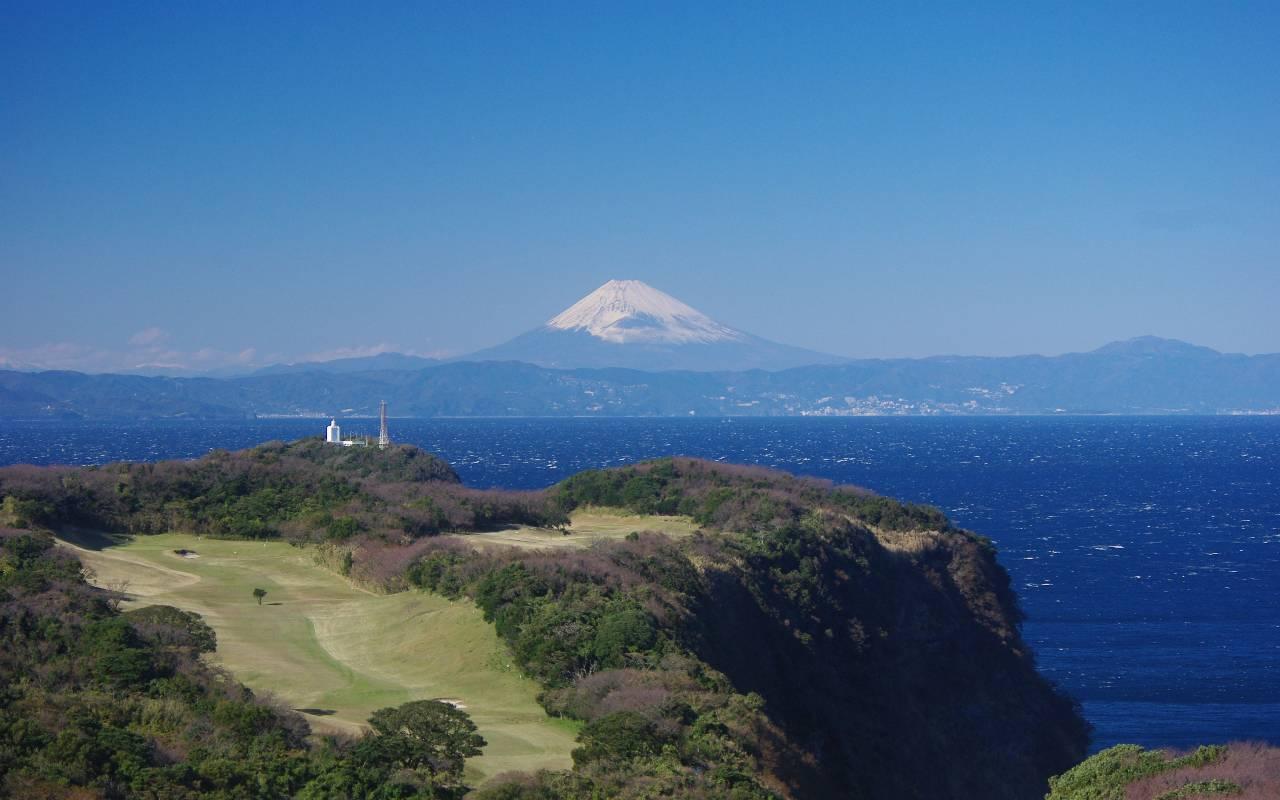 富士山に向かってゴルフ場全景